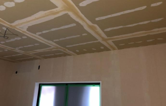 Ues邸/内部塗装・クロス工事