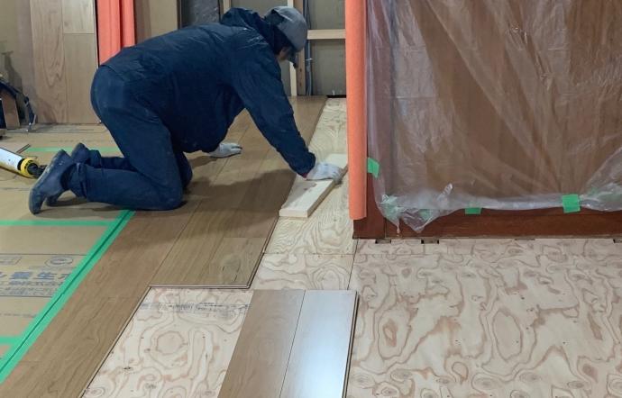 Urs邸/床仕上げ、壁・天井下地工事